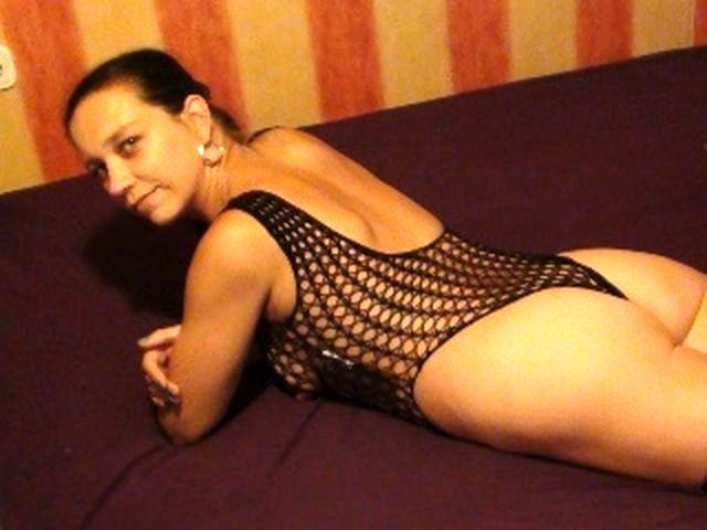 Dauergeile Ehefrau Isolde wird im Bett schamlos