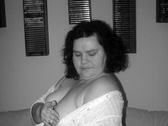 Devote Frau Bella will hemmungslos blasen