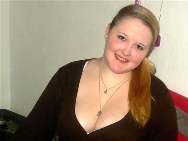 Durchtriebene Friseurin Sophia möchte spontan knutschen