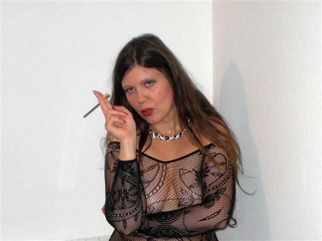 Heisse Hausfrau Grace will lustvoll vögeln