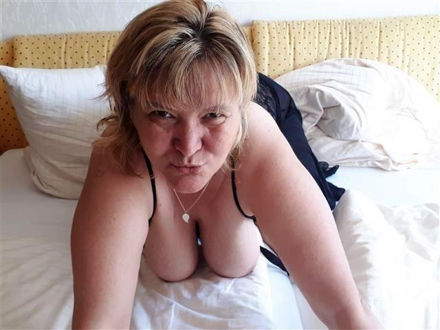 Scharfe Mutter Helena will keine Sexspielzeuge
