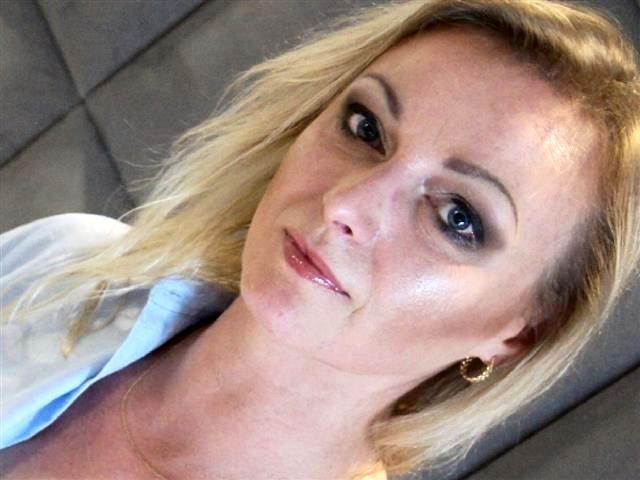 Sexerfahrene Liebhaberin Nina braucht Sex