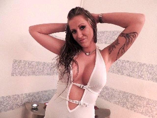 Sexinteressierte Tusse Annalena braucht einen Macker