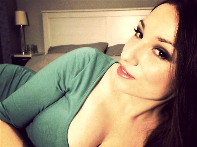 Sinnliche Schickse Annabelle möchte erotischen Sex