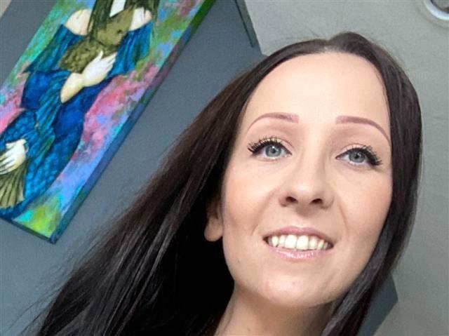 Unterfickte Sexpartnerin Eleonora will gerne knutschen