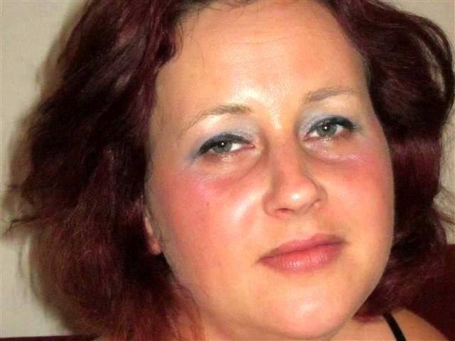 Zeigefreudige Hausfrau Nina möchte wieder blasen