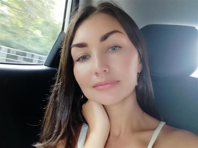 Charmante Sexpartnerin Natalia will wieder küssen