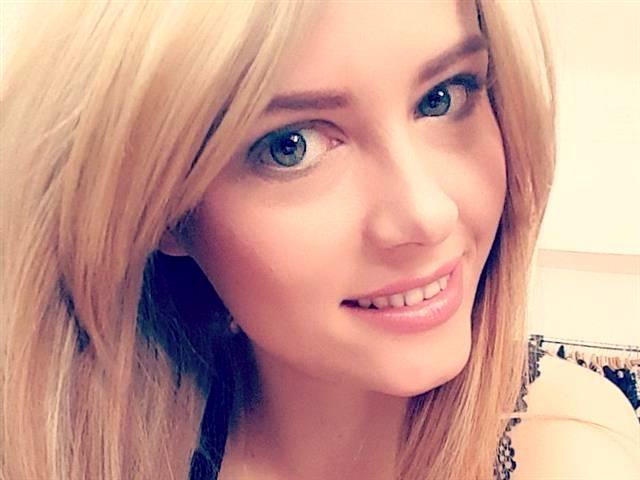 Gepiercte Singlefrau Eileen will spontanen Sex
