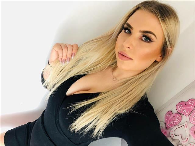 Gerne bumsende Mami Emelie will wieder Sex haben