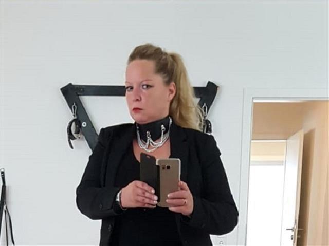 Körperliche Puppe Saskia möchte wöchentlich knutschen