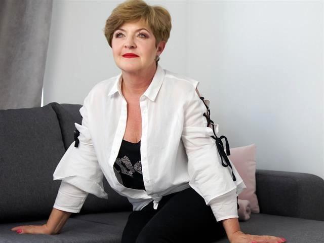 Naturgeile Schnecke Sonja will saugeilen Sex