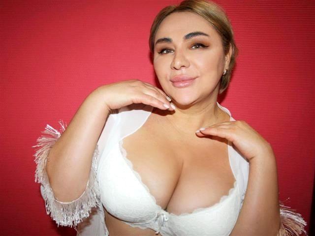 Offene Sexpartnerin Victoria möchte spontanen Sex