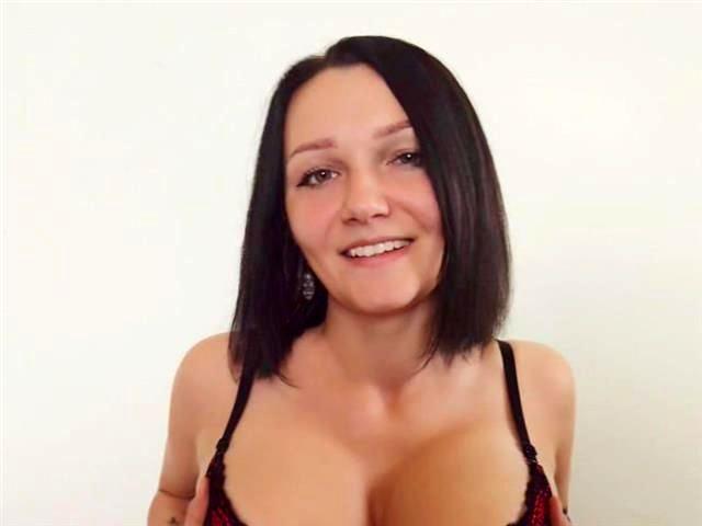 Sexreife Tänzerin Grace ist gut ausgestattet