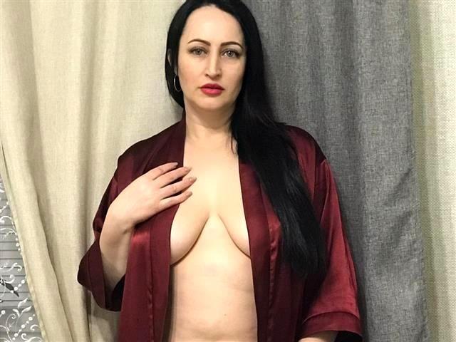 Wollüstige Mama Olivia will scharfen Sex